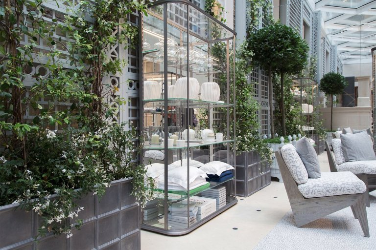 01-christian-dior-new-home-store